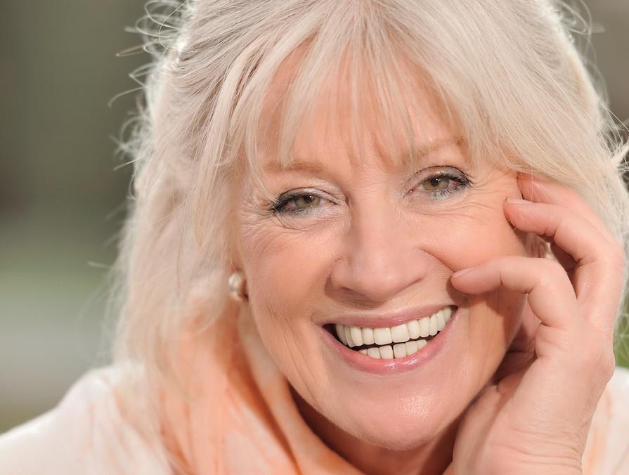 Portrait einer attraktiven Seniorin